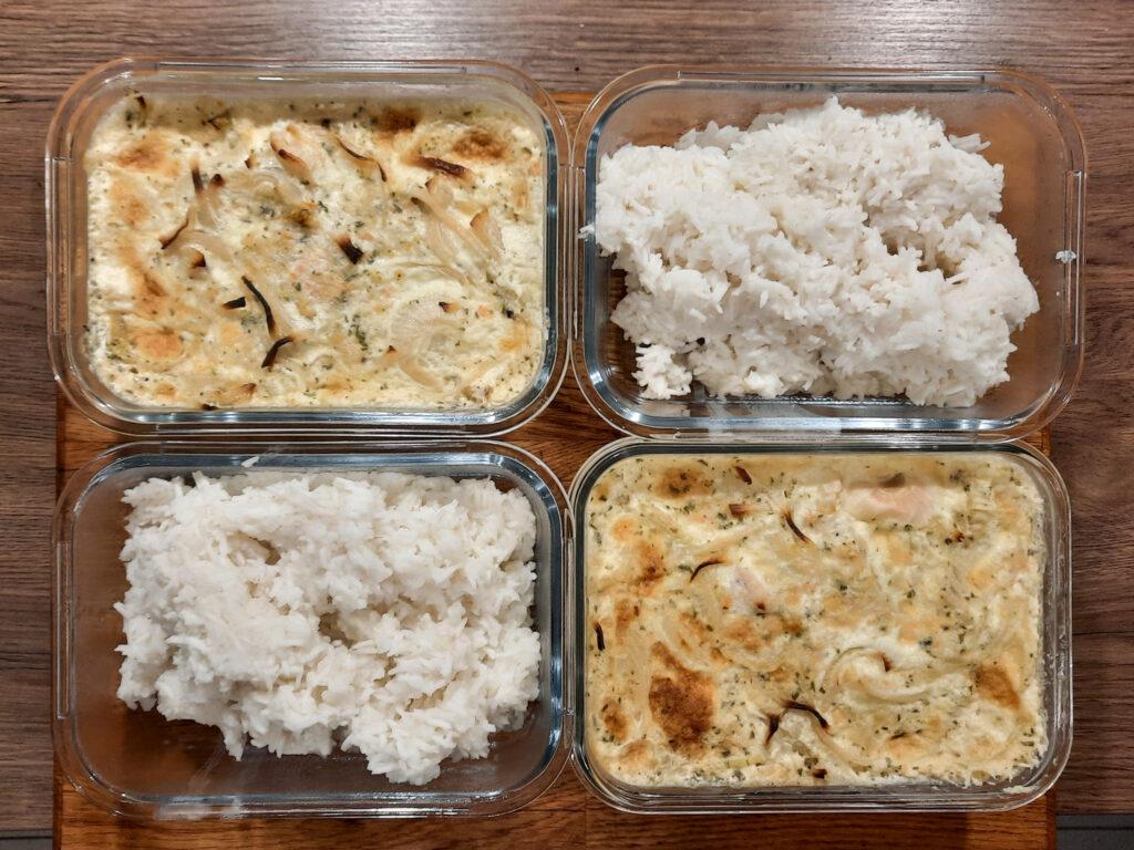 Zwiebel-Sahne-Hähnchen gebacken mit Reis